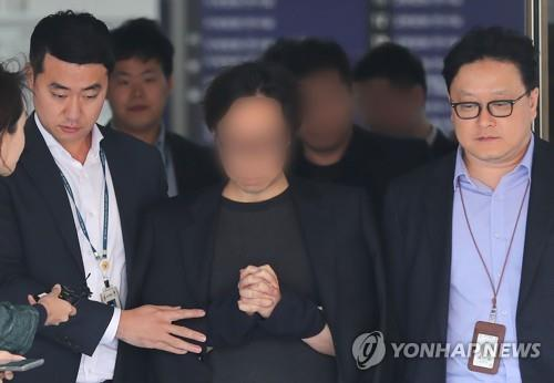 "This photo shows An Joon-young (C), the director of ""Produce 101,"" following a court hearing where a court warrant to put him in police custody was issued on Nov. 5, 2019, over allegations of rigging the vote count of an idol competition show. (Yonhap)"
