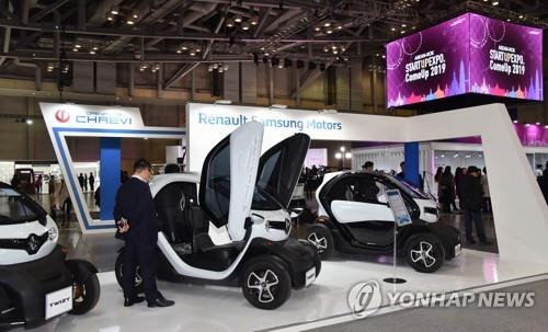 EVs on display at the S. Korea-ASEAN innovative growth showcase event at the BEXCO convention center in Busan, 450 kilometers southeast of Seoul, in this photo provided by Renault Samsung Motors Corp. on Nov. 25, 2019. (PHOTO NOT FOR SALE) (Yonhap)
