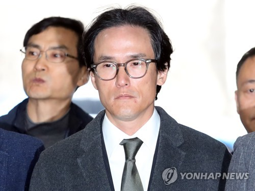 This photo taken Nov. 21, 2019, shows Cho Hyun-bum, chief executive of Hankook Tire & Technology Co., attending a court hearing in Seoul on the prosecution's request for his arrest warrant. (Yonhap)
