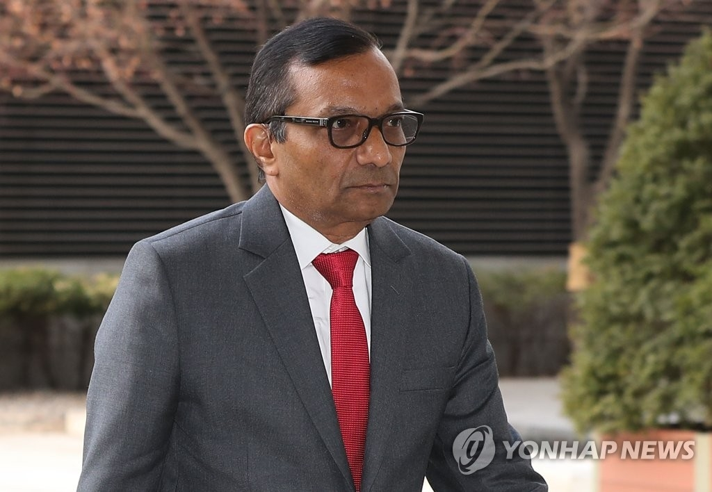This file photo taken on Jan. 16, 2020, shows Mahindra & Mahindra Managing Director Pawan Goenka stepping into the Korea Development Bank's headquarters in Seoul for talks with KDB officials. (Yonhap)