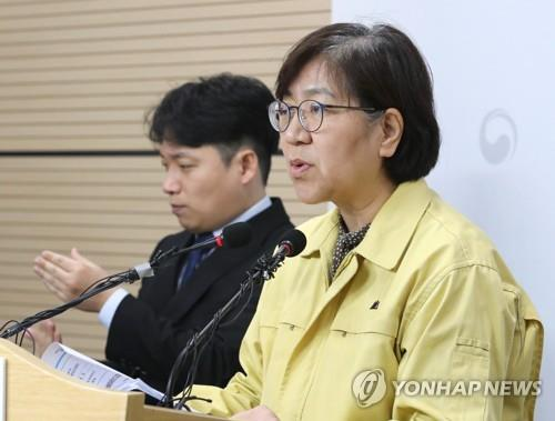 Jeong Eun-kyeong, head of the Korea Centers for Disease Control and Prevention (KCDC), gives a briefing on domestic coronavirus infections at the KCDC headquarters on Feb. 14, 2020. (Yonhap)
