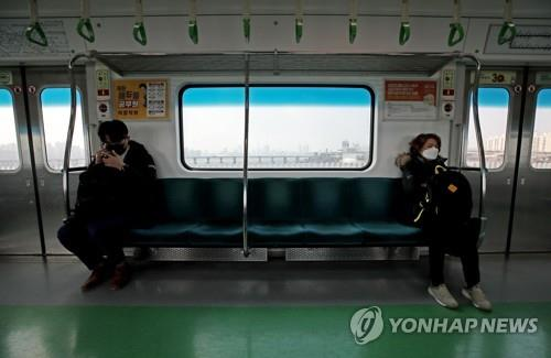 Public transportation use in Seoul sinks amid virus angst