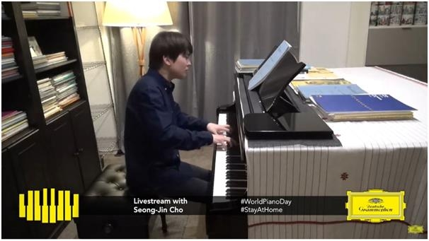 An image of Cho Seong-jin captured during the Deutsche Grammophon's World Piano Day livestreamed concert on March 28, 2020 (PHOTO NOT FOR SALE) (Yonhap)