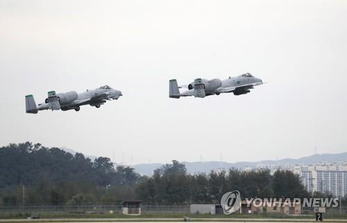 This EPA photo taken Sept. 20, 2019, shows U.S. A-10 Thunderbolts of the 51st fighter wing demonstrating at Osan Air Base in Pyeongtaek, South Korea. (Yonhap)