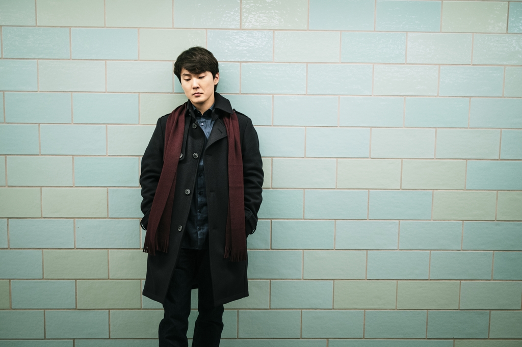 This photo taken by Christoph Kostlin and provided by Deutsche Grammophon (DG) shows South Korean pianist Cho Seong-jin. (PHOTO NOT FOR SALE) (Yonhap)