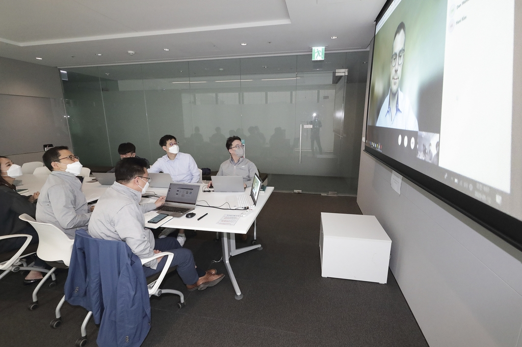 This photo provided by KT Corp. on May 17, 2020, shows the company's officials in Seoul holding a videoconference with an official from the Bill & Melinda Gates Foundation. (PHOTO NOT FOR SALE) (Yonhap)