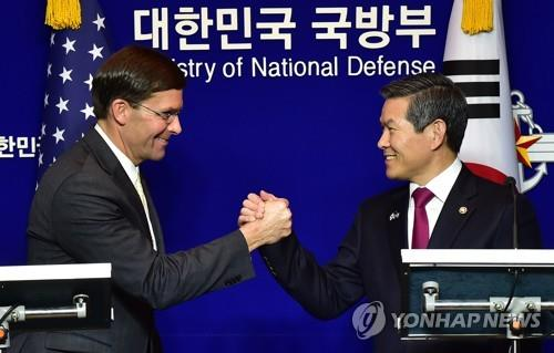 In the file photo from Nov. 15, 2019, South Korean Defense Minister Jeong Kyeong-doo (R) and his U.S. counterpart Mark Esper shake hands after their joint news conference at the defense ministry in Seoul. They held the 51st Security Consultative Meeting earlier in the day. (Pool photo) (Yonhap)