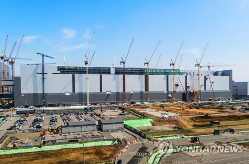 This photo, provided by Samsung Electronics Co., shows the company's P2 fab in Pyeongtaek, south of Seoul, where its new NAND flash production line will be established. (PHOTO NOT FOR SALE) (Yonhap