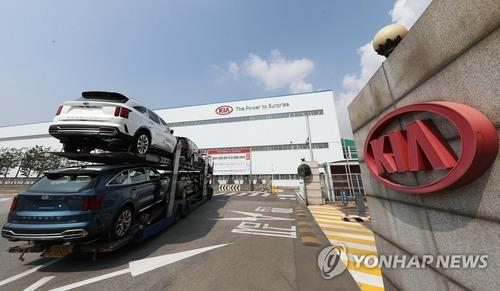 This undated file photo shows Kia Motors' plant in Gwangmyeong, just southwest of Seoul. (Yonhap)