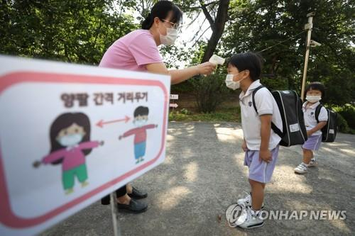 (2nd LD) S. Korea already in 2nd wave of virus outbreak, new infection cases dip to 1-month low