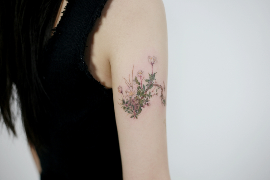 This photo provided by Kim Do-yoon shows a botanical tattoo design by the tattooist. (PHOTO NOT FOR SALE) (Yonhap)