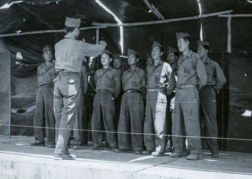 A small group of POWs sing together in a photo taken by the ICRC in June 1951. (PHOTO NOT FOR SALE) (Yonhap)