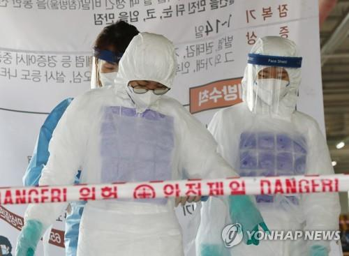 Medical workers wear chilled vests to keep cool at a makeshift clinic in Gwangju, 330 kilometers south of Seoul, on July 8, 2020. (Yonhap)