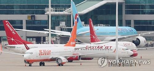 This file photo, taken July 1, 2020, shows Jeju Air and Eastar Jet's planes at Incheon International Airport, west of Seoul. (Yonhap)