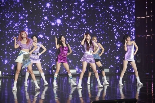 """This photo provided by Cube Entertainment on Aug. 3, 2020, shows K-pop girl group (G)I-dle performing on stage at a media showcase in Seoul for its new single album """"Dumdi Dumdi."""" (PHOTO NOT FOR SALE) (Yonhap)"""