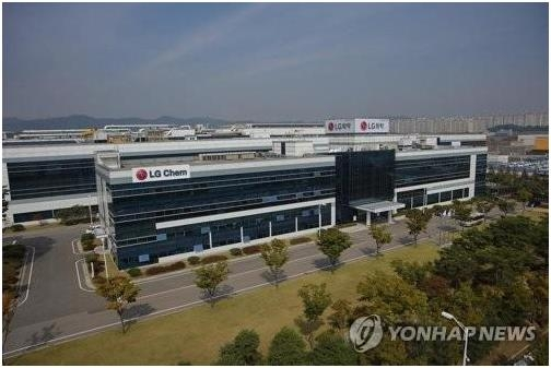 This file photo shows LG Chem's factory in Cheongju, a city located about 130 kilometers south of Seoul. (Yonhap)