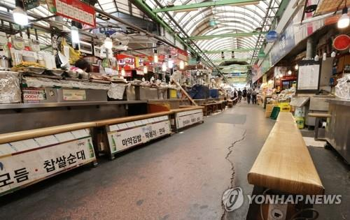 A traditional market in central Seoul is empty on Sept. 10, 2020, amid a resurgence of COVID-19. (Yonhap)