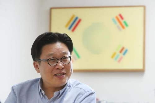 This photo provided by the Korea Cultural Heritage Foundation shows Seo Kyoung-duk, a liberal arts professor at Sungshin Women's University and a well-known Korea promoter. (PHOTO NOT FOR SALE) (Yonhap)