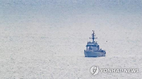 A high-speed boat of the South Korean Navy sails off South Korea's Yeonpyeong Island bordering North Korea in the Yellow Sea on July 1, 2020. (Yonhap)