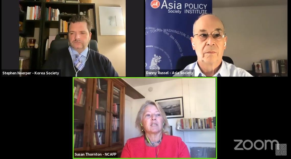 The captured image shows U.S. experts speaking in a virtual seminar hosted by the New York-based Korea Society on Oct. 1, 2020. They are (from top right, clockwise) Daniel Russel, former assistant secretary of state for East Asian and Pacific affairs, Susan Thornton, former acting assistant secretary of state for East Asian and Pacific affairs, and Stephen Noerper, senior director at the Korea Society. (Yonhap)