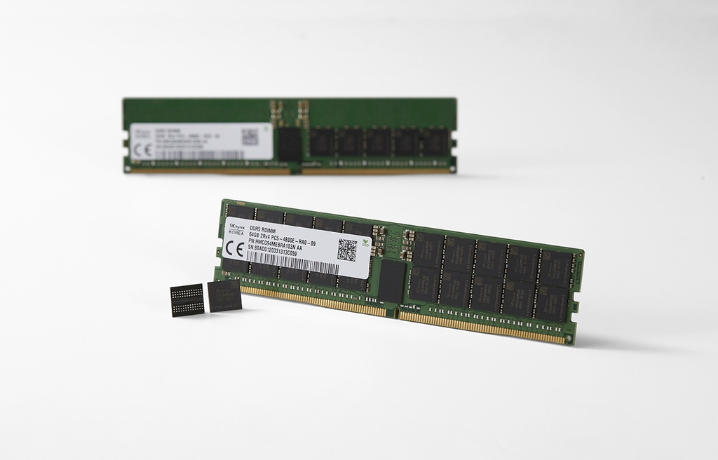 This photo provided by SK hynix Inc. shows the company's 16 Gigabit (Gb) DDR5 DRAM. (PHOTO NOT FOR SALE) (Yonhap)