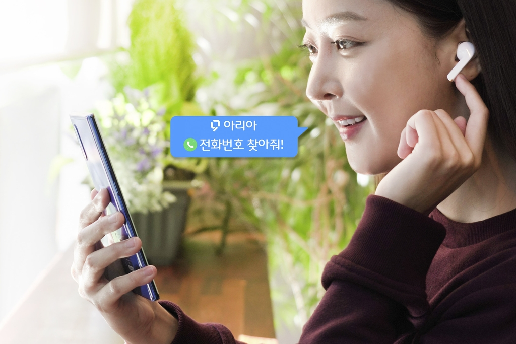 This photo, provided by SK Telecom Co. on Oct. 12, 2020, shows a model using the mobile carrier's artificial intelligence-based phone calling application and wireless earbuds. (PHOTO NOT FOR SALE)(Yonhap)