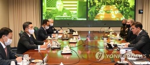 South Korean Defense Minister Suh Wook (2nd from L) and Mark Esper (R), his U.S. counterpart, hold the annual Security Consultative Meeting at the Pentagon in Washington on Oct. 14, 2020, in this photo provided by the South Korean defense ministry. (PHOTO NOT FOR SALE) (Yonhap)