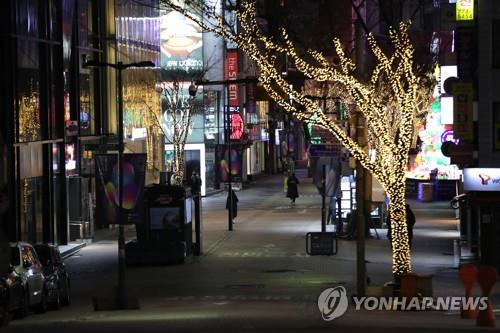 A street in Myeongdong, one of the busiest shopping districts in Seoul, is nearly empty on Dec. 8, 2020, as the country adopted the second-strongest level of virus curbs in the greater Seoul area. (Yonhap)