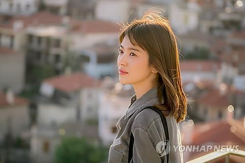 "This file photo provided by KBS shows Song Hye-kyo in ""Descendants of the Sun"" (2016). (PHOTO NOT FOR SALE) (Yonhap)"