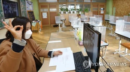 A teacher takes part in a graduation ceremony via videoconference at a deserted classroom of Usol Elementary School in Seoul on Jan. 13, 2021, amid the spread of the new coronavirus. (Pool photo) (Yonhap)