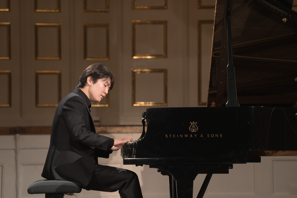 In this photo provided by Universal Music, South Korean pianist Cho Seong-jin plays Mozart's previously unheard piece at an online recital during the digital Mozart Week 2021 in Salzburg, Austria, on Jan. 27, 2021. (PHOTO NOT FOR SALE) (Yonhap)