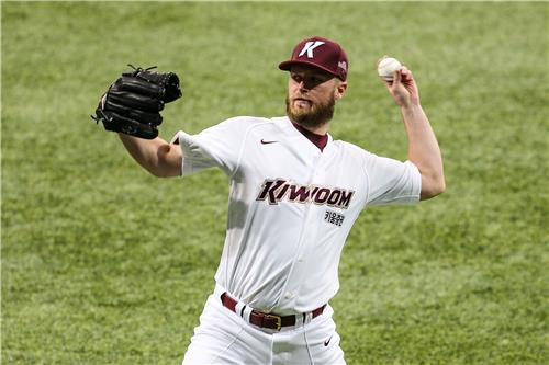 Eric Jokisch of the Kiwoom Heroes plays catch at Gocheok Sky Dome in Seoul on Feb. 16, 2021, in this photo provided by the Heroes. (PHOTO NOT FOR SALE) (Yonhap)