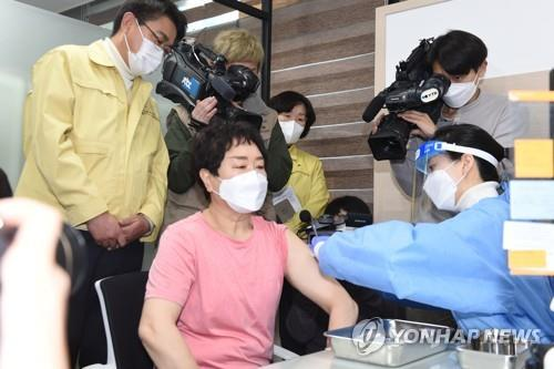 S. Korea begins vaccinations amid hopes for herd immunity by Nov.