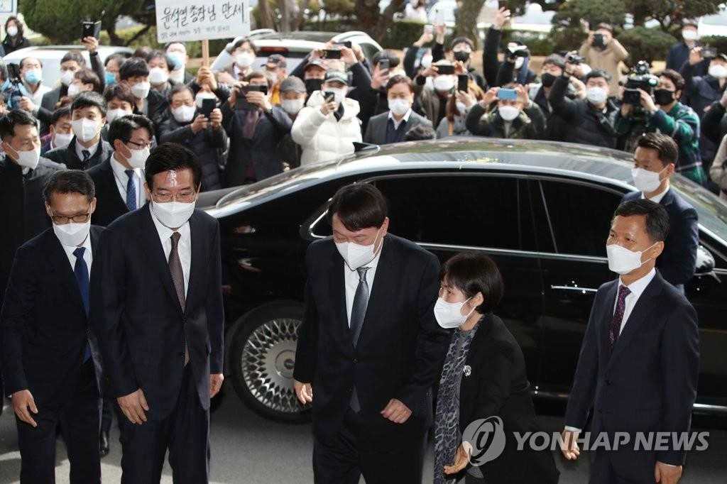 Prosecutor General Yoon Seok-youl arrives at the Daegu Prosecutors Office in the southeastern city on March 3, 2021. (Yonhap)