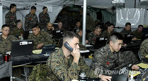 This file photo provided by the Marine Corps on March 19, 2015, shows South Korean and U.S. service members conducting a combined command post exercise. (Yonhap)