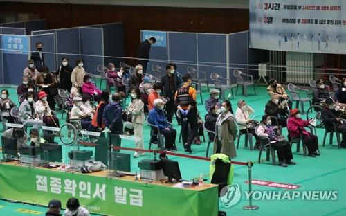 Elderly citizens aged 75 or older receive Pfizer's COVID-19 vaccine at an inoculation center in Gwangju, 330 kilometers south of Seoul, on April 19, 2021. (Yonhap)