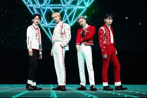 This photo, provided by SM Entertainment, shows boy band SHINee performing during its online concert held on April 4, 2021. (PHOTO NOT FOR SALE) (Yonhap)