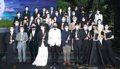 The winners of the 57th Baeksang Arts Awards (BAA) pose for a photo after the ceremony on May 13, 2021, in this photo provided by the BAA secretariat. (PHOTO NOT FOR SALE) (Yonhap)