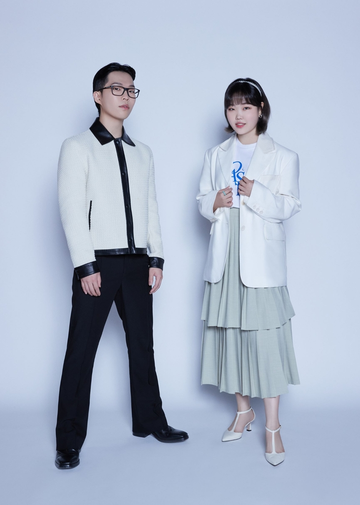 This photo, provided by YG Entertainment, shows Lee Chan-hyuk (L) and Lee Su-hyun of sibling duo AKMU. (PHOTO NOT FOR SALE) (Yonhap)