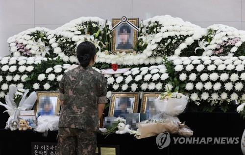 In this file photo, a service member mourns at a memorial altar on June 11, 2021, for a noncommissioned officer who took her own life after being sexually harassed by a colleague. (Yonhap)