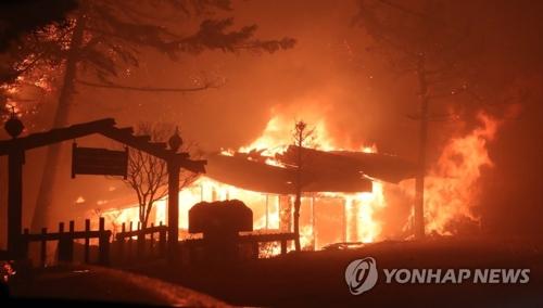 【韓国】大規模な山火事発生 全国の消防車動員し消火活動中 北東部 江原道高城郡