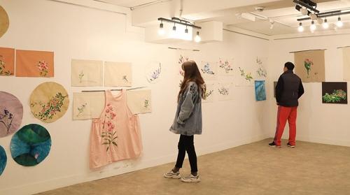 김양명 작가 꽃 전시회 '겨울지나 봄, 다시 꽃'