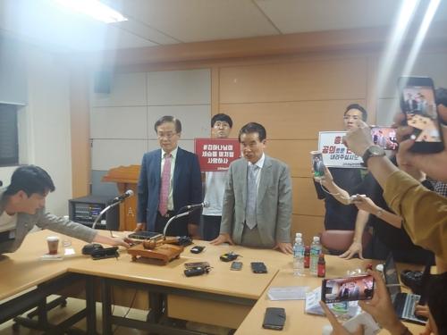 '명성교회 부자세습' 재심 논의결과 설명하는 총회 재판국원