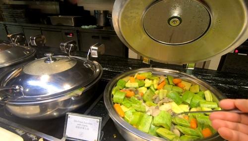 딤섬과 완탕면까지 다양한 음식을 먹을 수 있는 홍콩 공항 라운지 [사진/성연재 기자]