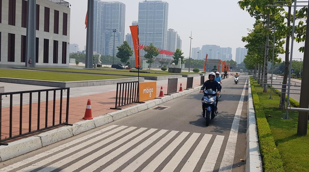 베트남서 엠비아이 전기 오토바이 시운전