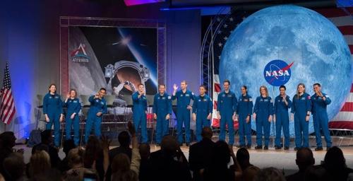 새로 선발된 NASA 우주비행사