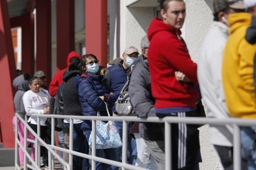 지난 3월 미 라스베이거스의 실업수당 청구 대기 행렬