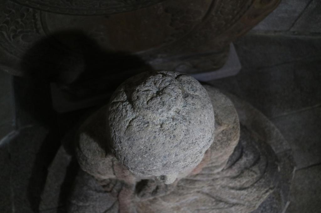 보물 제1000호 서울 승가사 석조승가대사좌상의 정수리 구멍