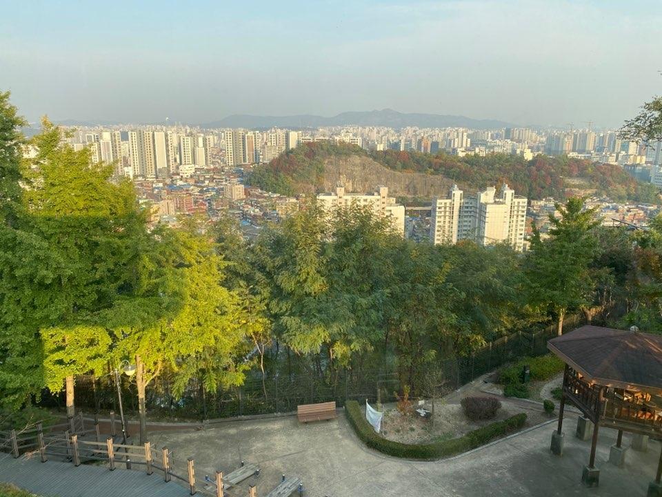 '창신 숭인 채석장 전망대'에서 바라본 전경