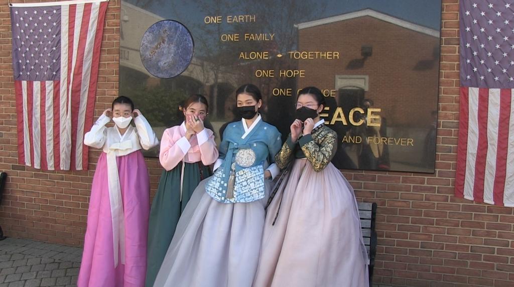 (테너플라이[미 뉴저지]=연합뉴스) 한복의 날 선포식에 참석한 한인 학생들.